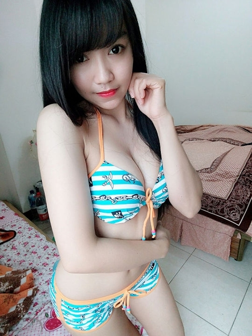 黒髪の清楚な東南アジア美少女が脱いだら巨乳輪どエロおっぱいだった自分撮りヌード画像 12