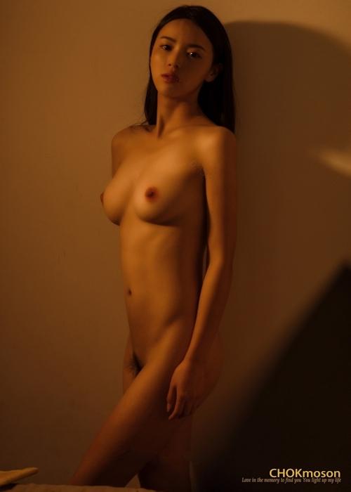 美乳なアジアンビューティモデルのヌード画像 3