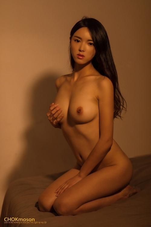 美乳なアジアンビューティモデルのヌード画像 9