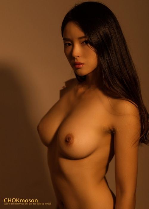 美乳なアジアンビューティモデルのヌード画像 11