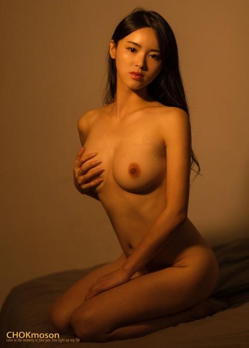 美乳なアジアンビューティモデルのヌード画像 12