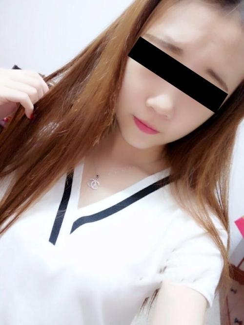 裸ローン(ヌードローン)で流出した19歳美微乳素人美少女のヌード画像 2