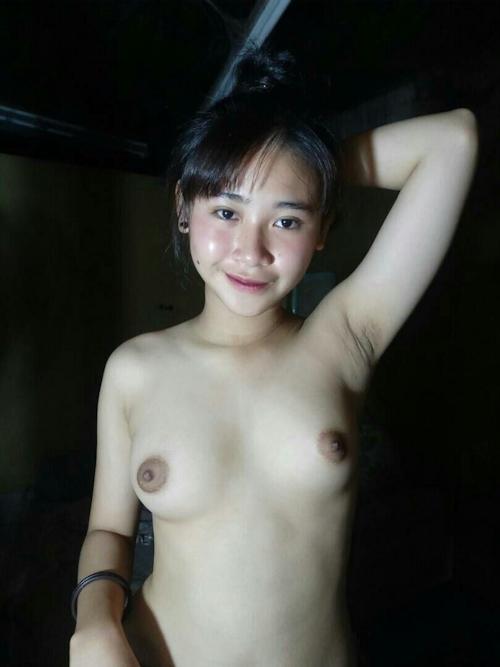 東南アジアの素人美少女のワキ見せヌード画像 3