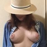 巨乳な日本の素人女性のプライベートヌード画像