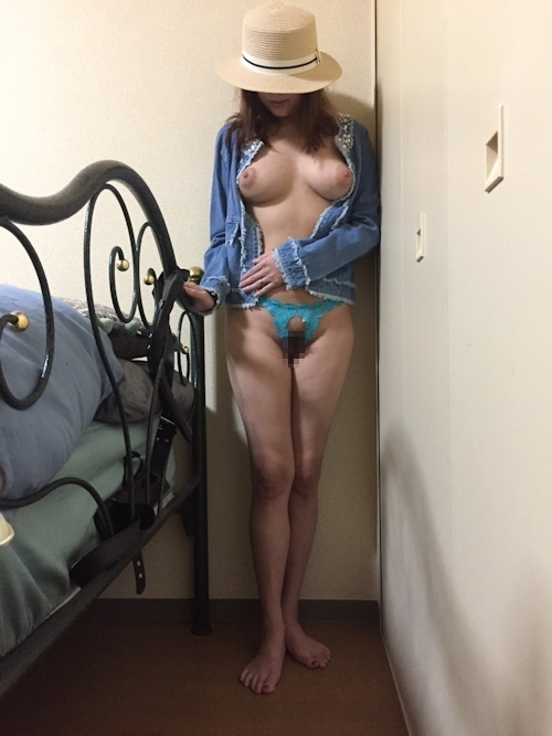 巨乳な日本の素人女性のプライベートヌード画像 1