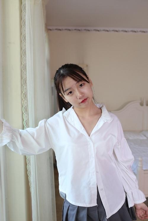 中国美少女のM字開脚ヌード画像 1