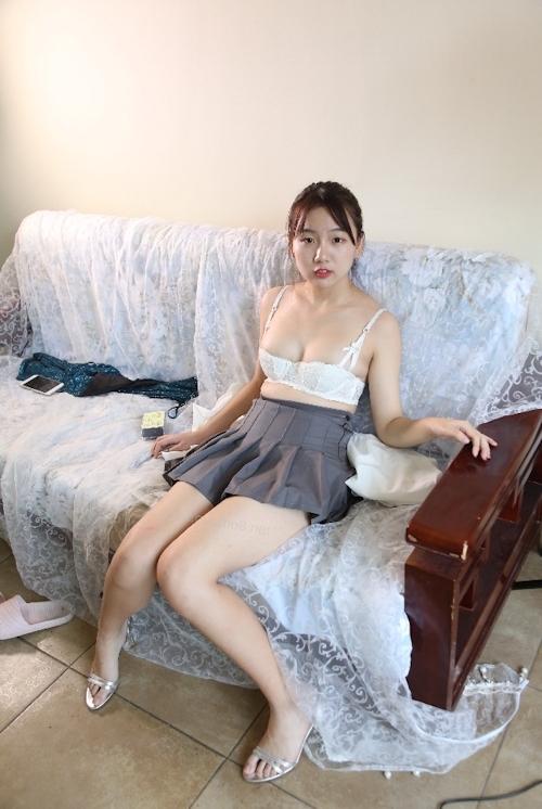 中国美少女のM字開脚ヌード画像 2