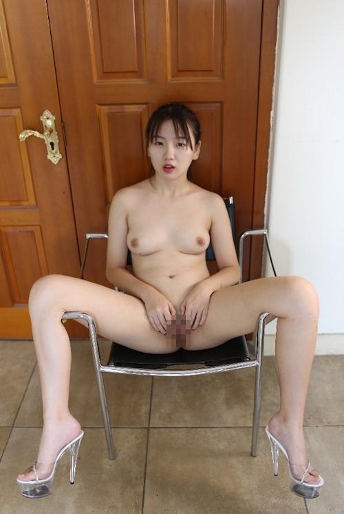中国美少女のM字開脚ヌード画像 5