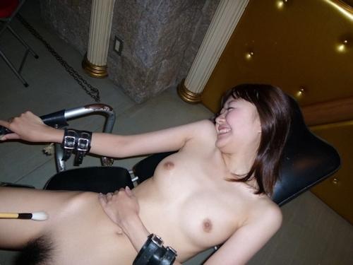 美乳な日本の美女の拘束プレイ&セックス画像 7