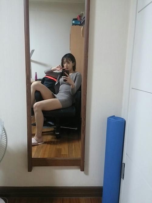 微乳な韓国黒髪素人美女の風呂上り自分撮りヌード流出画像 1
