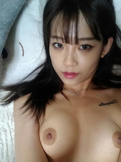 微乳な韓国黒髪素人美女の風呂上り自分撮りヌード流出画像 5
