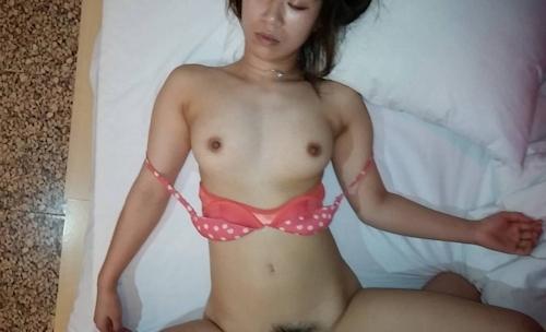 熟睡してる韓国の保育園の先生をハメ撮りしたセックス画像 5