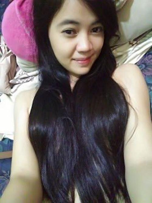 東南アジアの素人美少女の自分撮りヌード画像  1