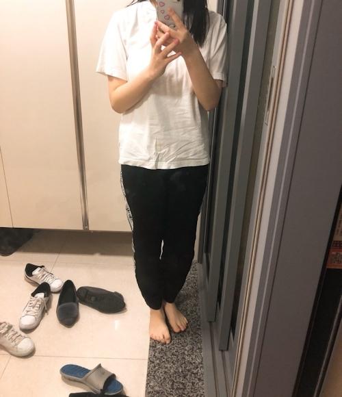 美巨乳な韓国素人少女がマ○コをいじってる自分撮りヌード画像 1