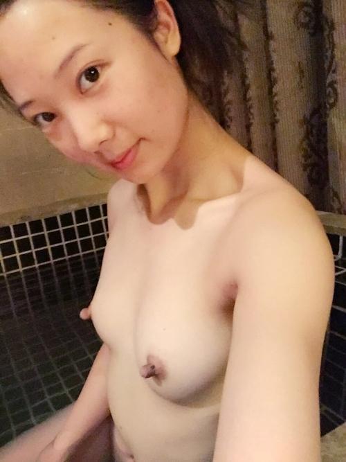 中国の美人若妻の自分撮りヌード流出画像 4