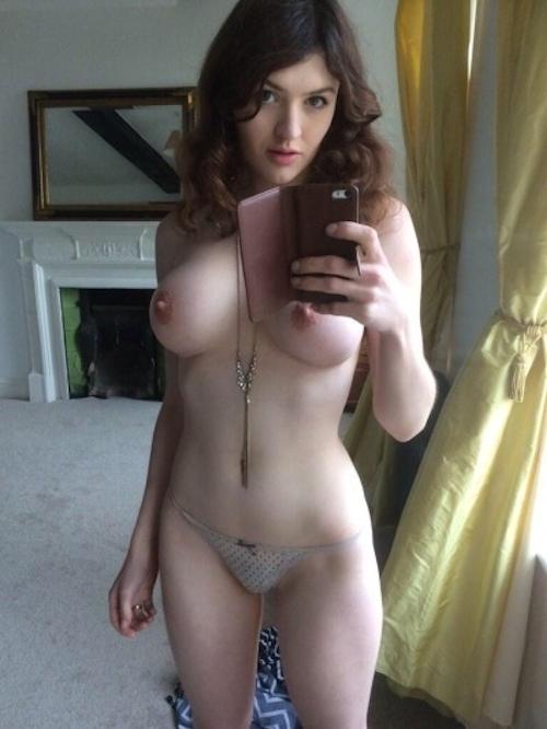 巨乳なアメリカ素人美女の自分撮りヌード画像 4