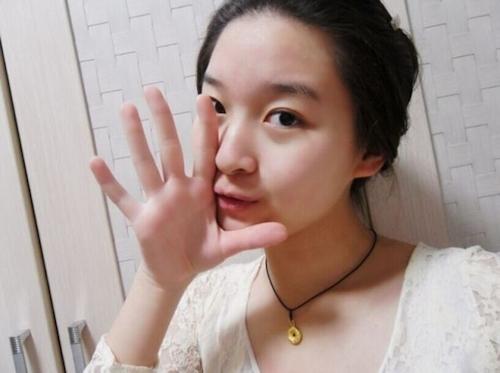 美乳な中国美少女女子大生の自分撮りヌード画像が流出 3