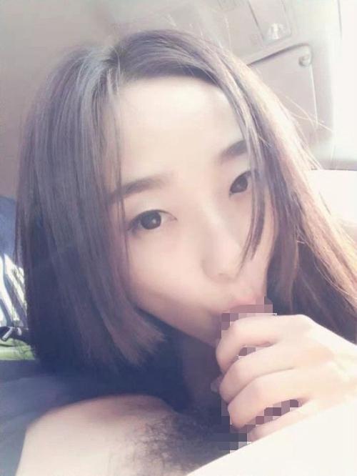 美乳なガールフレンドを車の中で撮影したヌード画像 4