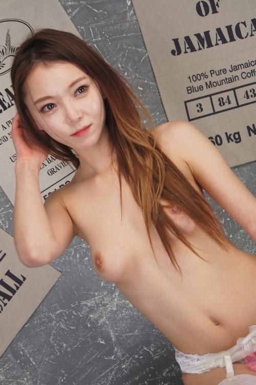韓国美女モデルのほぼマ○コ見えヌード画像 3