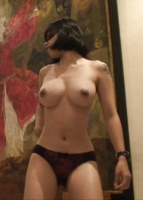10代タイ少女の巨乳おっぱいを下から写した画像 6