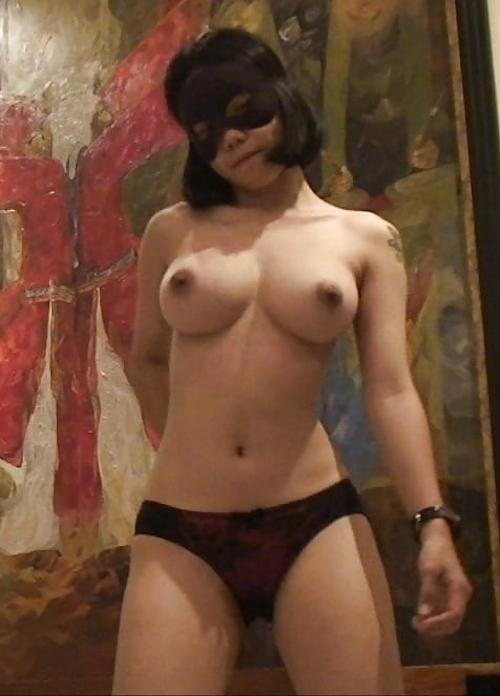 10代タイ少女の巨乳おっぱいを下から写した画像 7