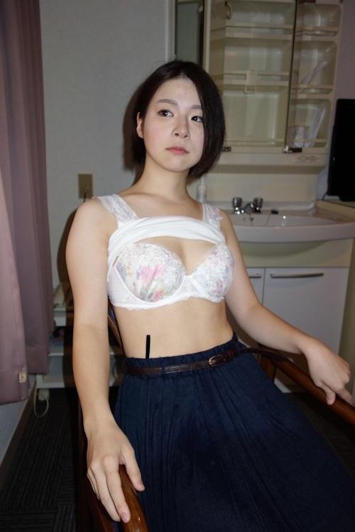 日本の素人美女をモデルに撮影したランジェリー&ヌード画像 3