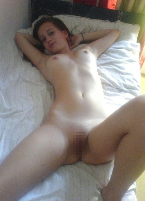 美人で美乳でパイパンなガールフレンドの流出ヌード画像 9