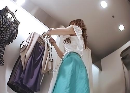 美人アパレル店員のパンティ盗撮画像? 2