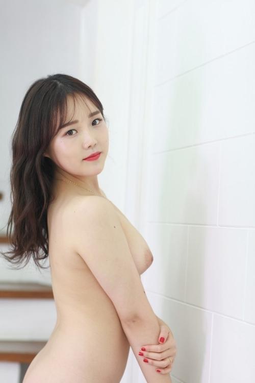 韓国美女モデルを撮影したヌード画像 6