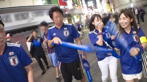 【ワールドカップ観戦ナンパ!】サッカー日本代表、初戦勝利の熱狂にかこつけて、観戦に訪れたモデル級美女サポーター2人に声をかけ、ホテルで美酒に酔い、興奮冷めやらぬまま、激イキ絶頂4P乱交セックス! 2