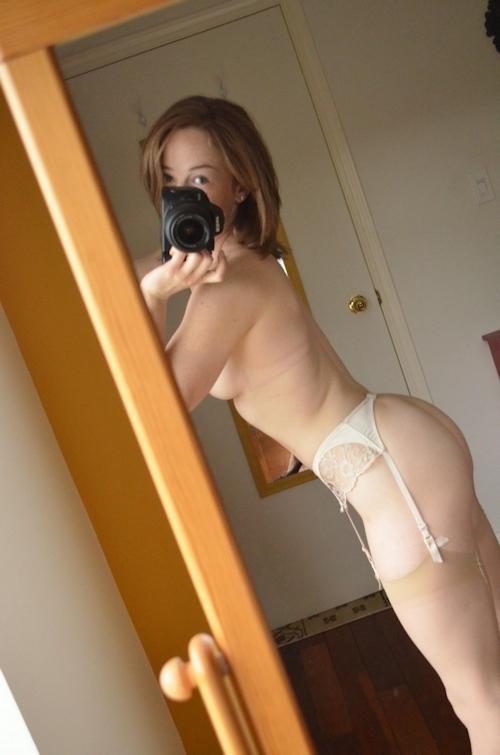キュートな西洋素人美女の自分撮りセクシーランジェリー&ヌード画像 5