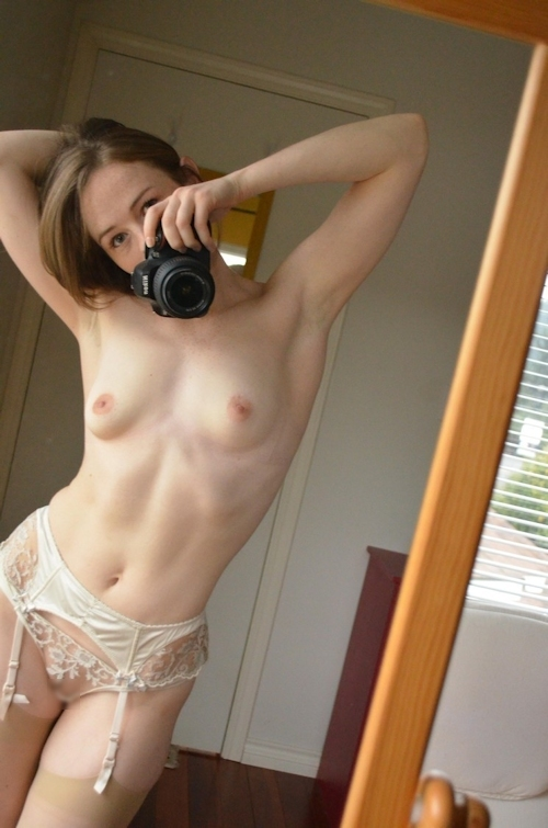 キュートな西洋素人美女の自分撮りセクシーランジェリー&ヌード画像 7