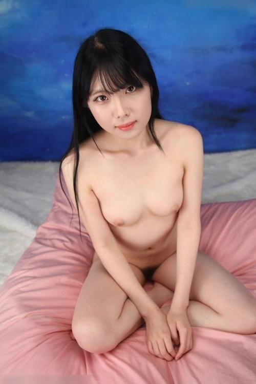 黒髪&美微乳な韓国美女を撮影したヌード画像 8