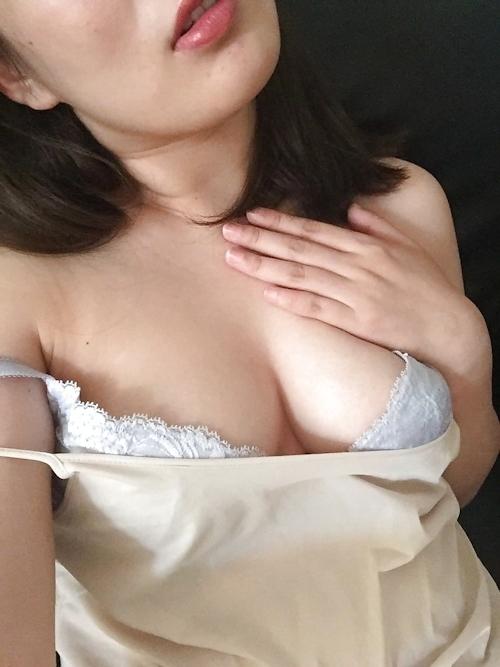巨乳な中国素人美女の自分撮りヌード画像 4