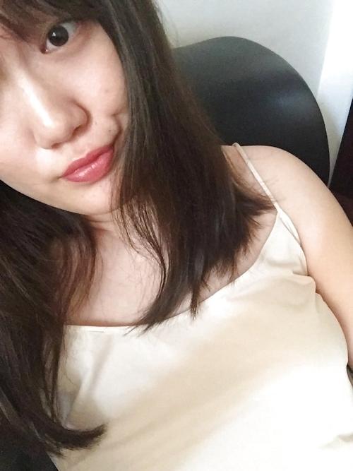 巨乳な中国素人美女の自分撮りヌード画像 10