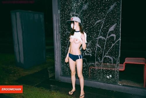 美微乳パイパン美少女の野外露出ヌード画像 1