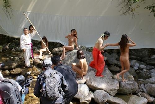 野外ヌード撮影会の画像 1