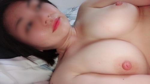 巨乳なアジア系素人女性の自分撮りおっぱい画像 9
