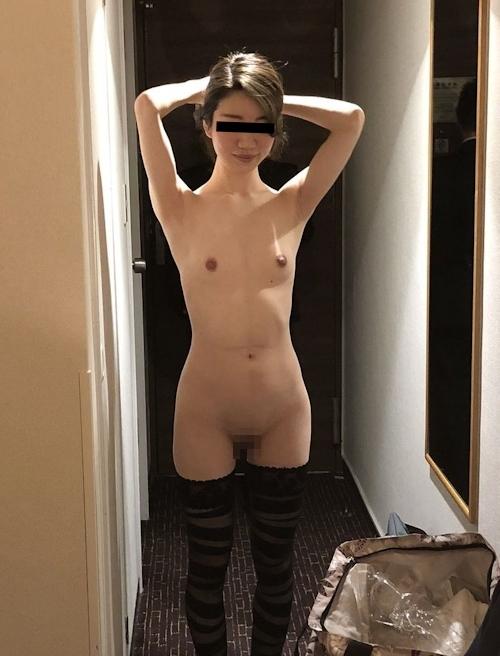 スレンダー微乳&パイパンな美人女医の流出ヌード画像 6