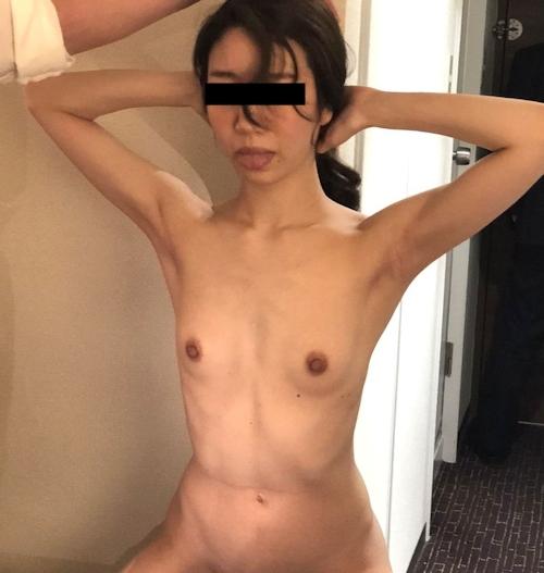 スレンダー微乳&パイパンな美人女医の流出ヌード画像 8