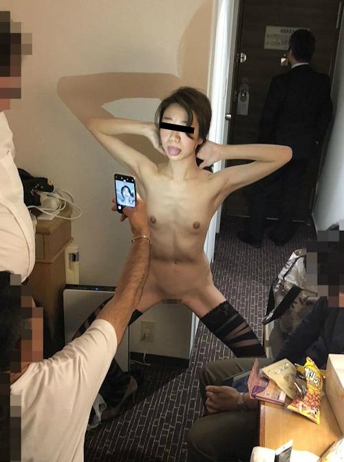 スレンダー微乳&パイパンな美人女医の流出ヌード画像 9