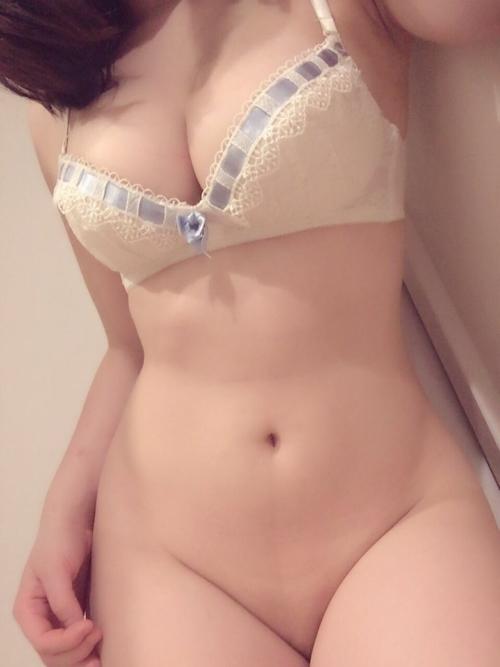 美巨乳&美尻な素人美少女が裏垢にアップしていた自分撮りヌード画像2 2
