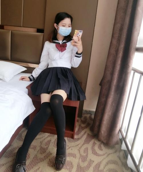 日本のセーラー服を着て撮影した中国少女のヌード画像 1