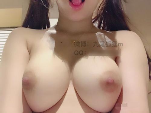 巨乳&パイパンな中国ロリ系少女の自分撮りヌード画像 9
