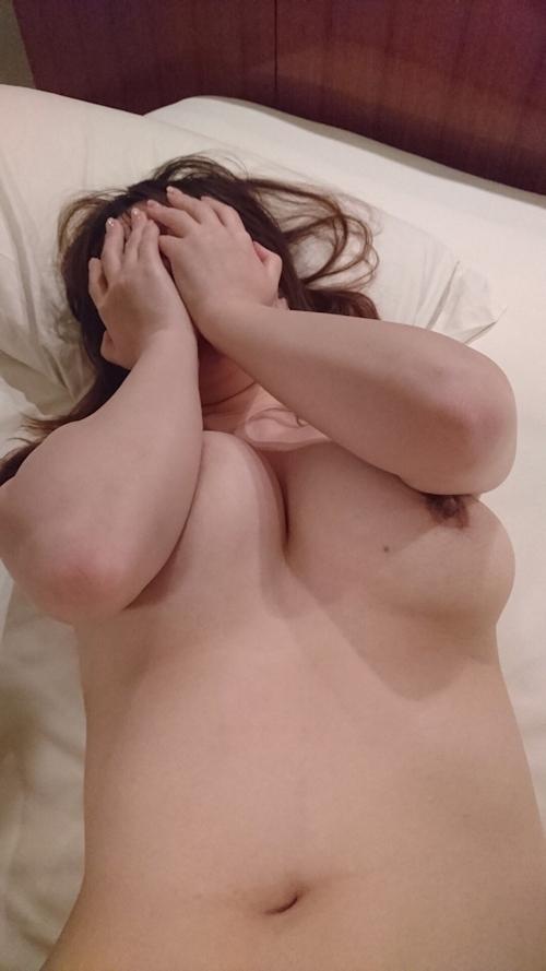 Eカップ巨乳の女性上司とホテルに行った時撮影したヌード画像 1