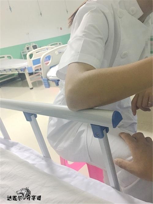 病院内でナースとセックスしちゃってるハメ撮り画像 2