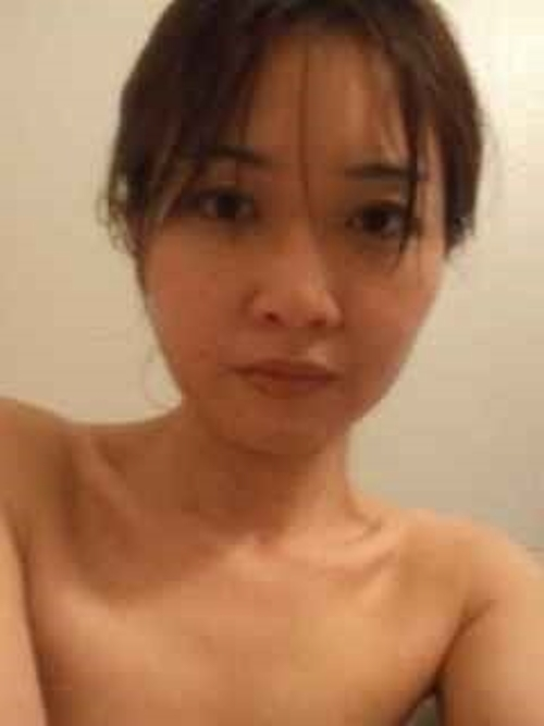 日本の素人美女のプライベートヌード画像 1