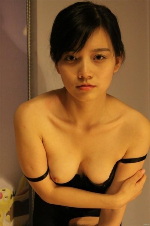 美乳な中国美女のヌード画像 3