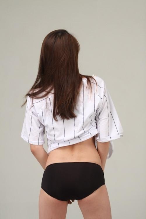 微乳な韓国素人美女を撮影したヌード画像 3