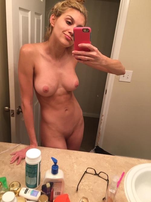 引き締まったボディに巨乳なアメリカの美女モデルの自分撮りヌード流出画像 5